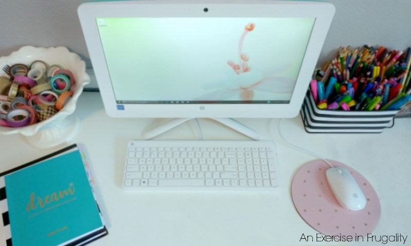 5 Tech Essentials College Students Need to be Successful | These 5 pieces of technology will help students achieve their full academic potential! These are great, I wish we had technology this awesome when I was in college!