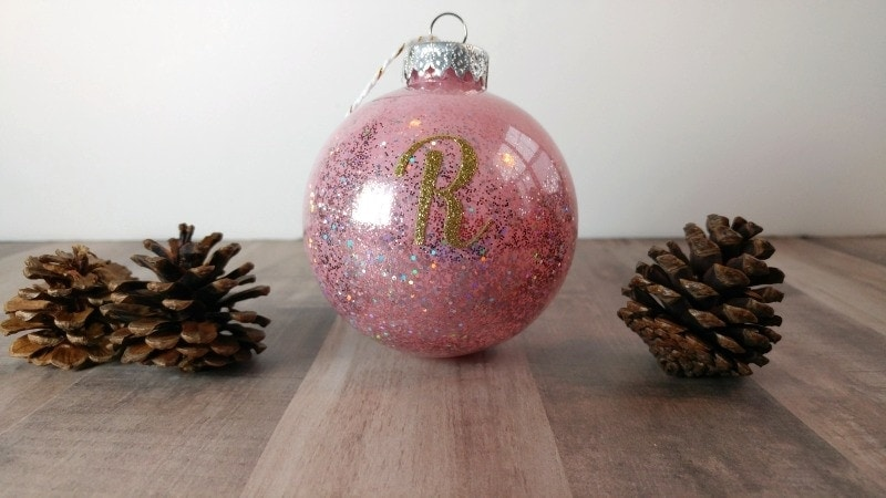 Easy to make christmas decorations an exercise in frugality easy ornaments to make yourself these christmas ornaments are so simple to make anyone solutioingenieria Image collections